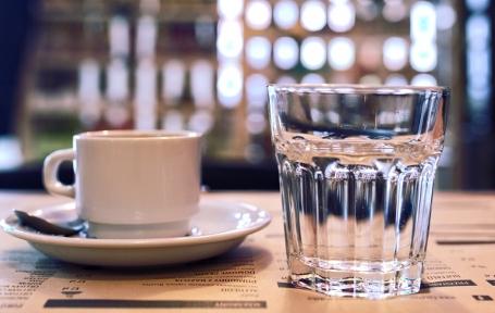 szklanka wody wysokiej jakości